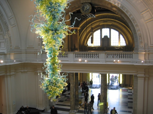 Dale Chihuly chandelier in V&A