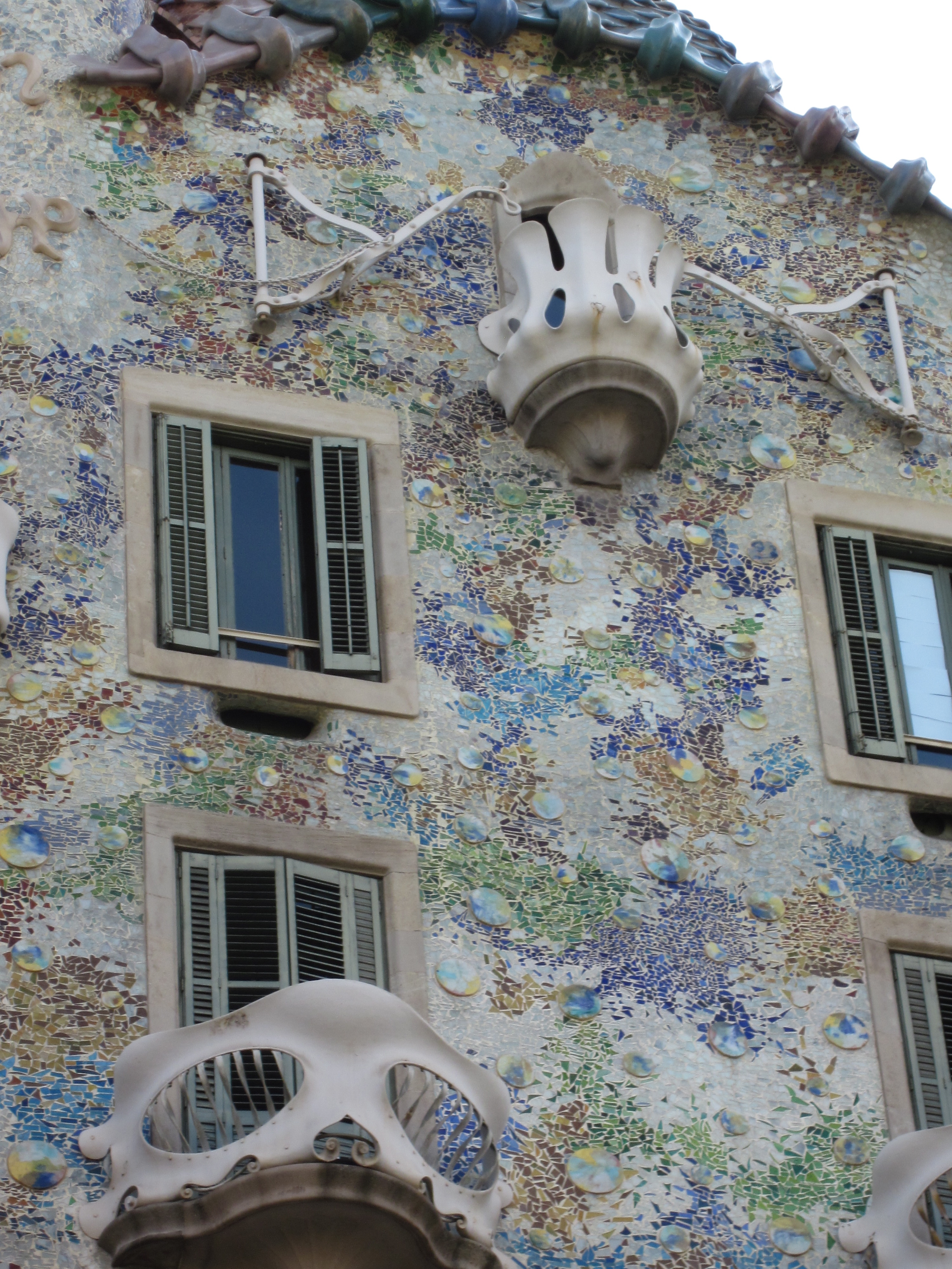 Late Friday Afternoon, I Joined The Throngs Staring Up From The Sidewalk.  Tours Of Casa Batlló Are A Steep U20ac18, And I Wasnu0027t Going For It, Even  Though The ...