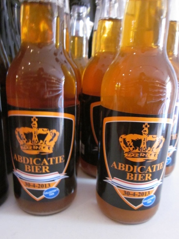 """Abdication Beer"" at Flink Gegist"