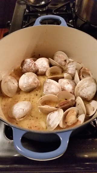 Clams in white wine sauce for Labor Day Weekend